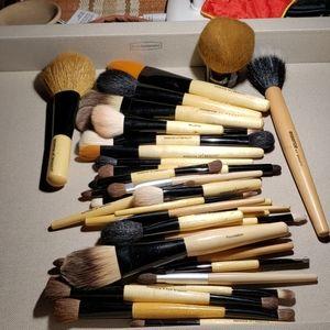 Essence of beauty make up brushes